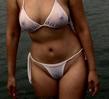 白水着の画像加工して乳首透けさせるの最高